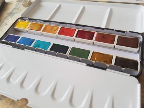 akvarelové barvy v pánvičkách