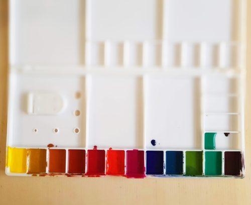 paleta naplněná ručně vyráběným akvarelem